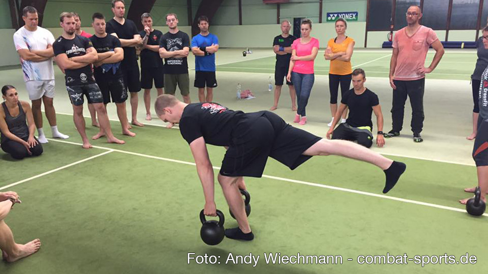 Moritz Rammensee (RKC Teamleader) erklärt den Single Leg Deadlift